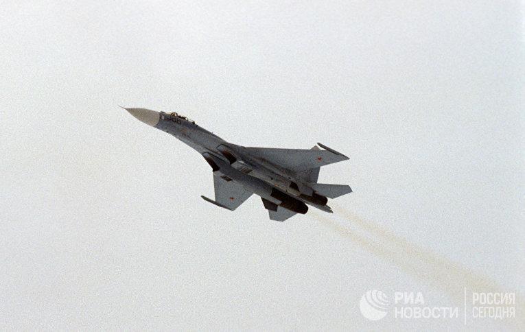 Российский истребитель пролетел в полутора метрах от самолета США