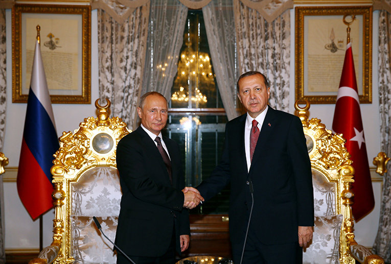 Президент России Владимир Путин и президент Турции Тайип Эрдоган во время встречи в Стамбуле