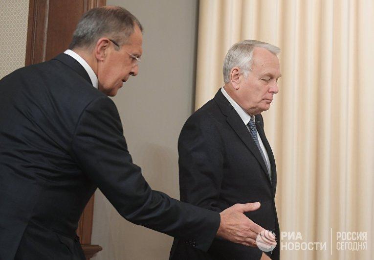 Министр иностранных дел РФ Сергей Лавров и министр иностранных дел и международного развития Франции Жан-Марк Эйро