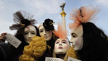 Активистки украинского феминистского движения в знак протеста против секс-туризма и проституции в Киеве