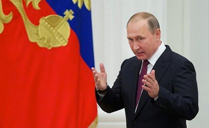 Президент России Владимир Путин во время церемонии награждения в Кремле
