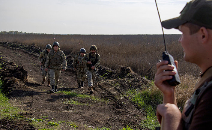 Украинские военнослужащие в селе Богдановка в Донецкой области