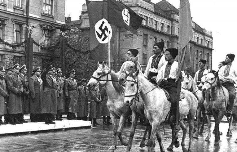 Парад украинских националистов в Станиславе, октябрь 1941 года