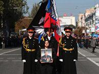 Военнослужащие на церемонии прощания с командиром ополчения ДНР Арсеном Павловым
