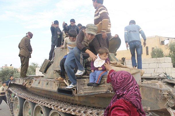 Жители г. Атареб в Сирии