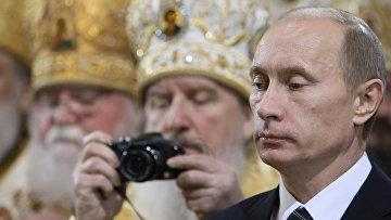 Председатель правительства России Владимир Путин на интронизации Патриарха Московского и всея Руси Кирилла