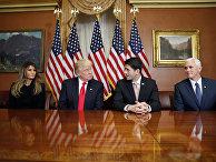 Президент Дональд Трамп, Меланья Трамп, вице-президент Майк Пенс и спикер Палаты представителей Пол Райан после встречи в Вашингтоне