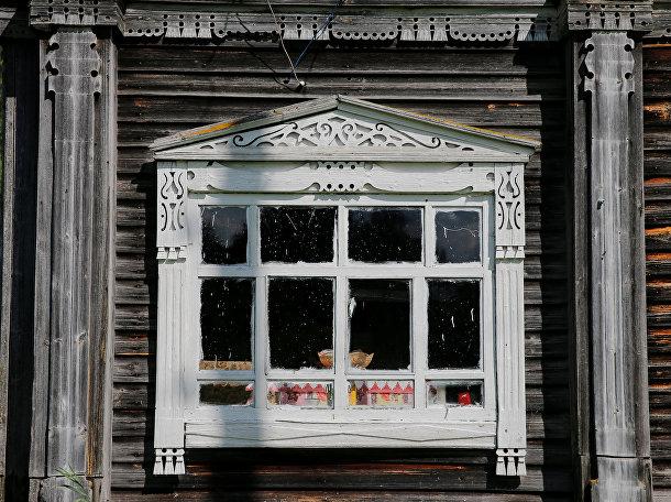 Наличник на окне дома в поселке Красава, Архангельская область