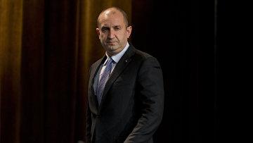 Кандидат в президенты Болгарии Румен Радев на пресс-конференции