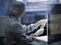 Участок вторичной упаковки и визуального контроля инфузионного раствора антибиотика завода «Медсинтез»