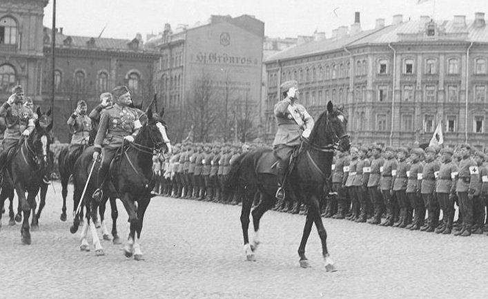 Главнокомандующий Аарне Сихво и начальник хельсинкского гарнизона Каарло Кивекяс