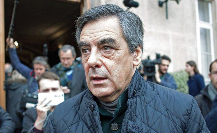Франсуа Фийон после голосования в первом туре праймериз партии республиканцев в Париже