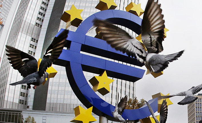 Скульптура «евро» во Франкфурте