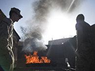 Американские морские пехотинцы сжигают отходы в Афганистане