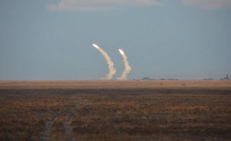 Запуск ракет во время военных учений на юге Херсонской области