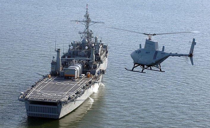 Американский беспилотник MQ-8B Firescout заходит на посадку