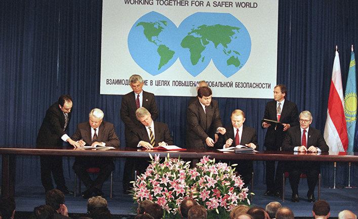 Україна має почати купувати зброю і військову техніку у США, - Волкер - Цензор.НЕТ 2680