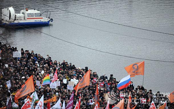 Участники митинга «За честные выборы» на Болотной площади