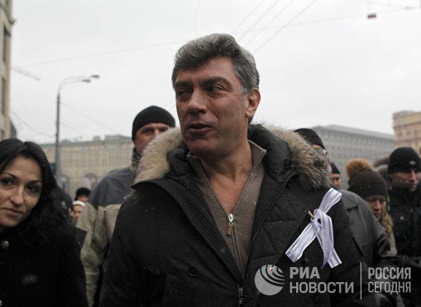 """Борис Немцов на митинге """"За честные выборы"""" в Москве"""