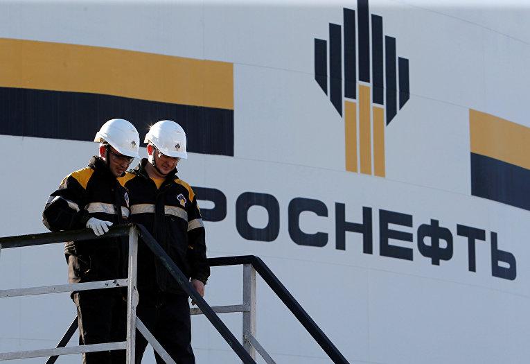 Рабочие в центральном технологическом комплексе «Роснефть»