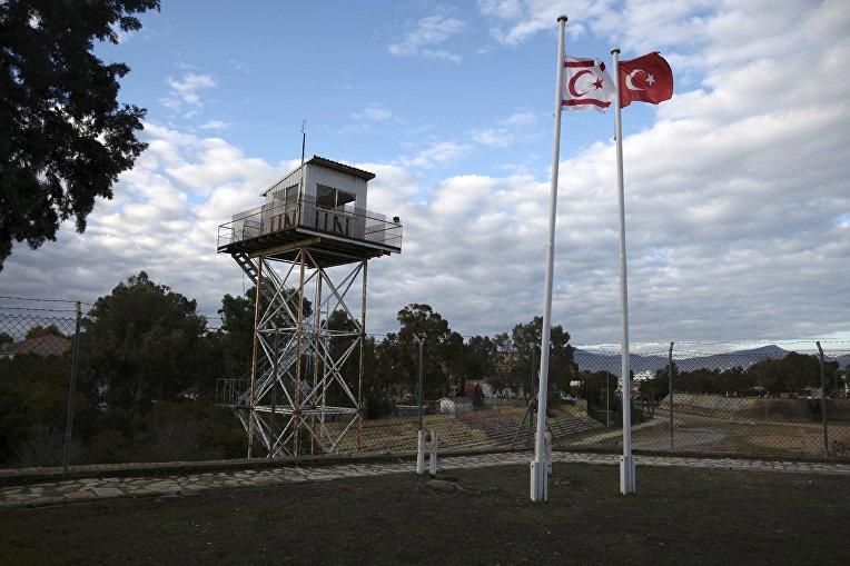 Буферная зона в северной части разделенного города Никосии на Кипре