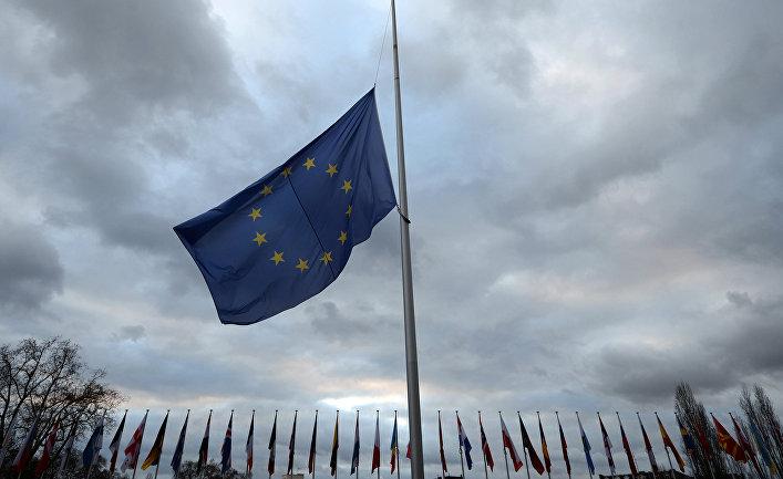 Приспущенный флаг ЕС