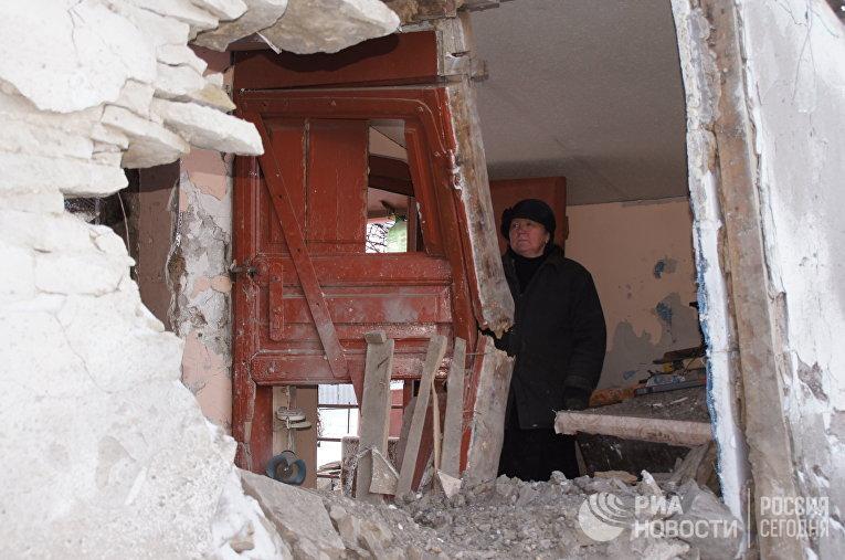 Последствия артобстрела украинскими силовиками городе Дебальцево