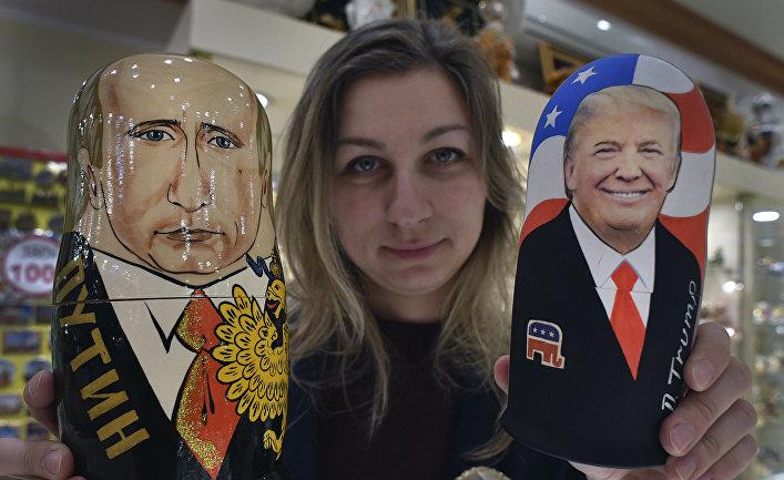Матрешки в одном из сувенирных магазинов в Москве