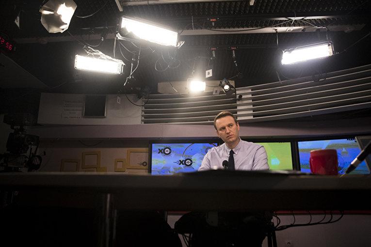 Оппозиционер Алексей Навальный в эфире радио «Эхо Москвы»