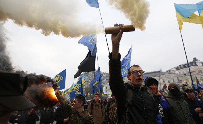 Члены националистического движения «Свобода» во время митинга