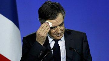 Кандидат в президенты Франции Франсуа Фийон