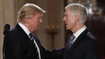Президент США Дональд Трамп и кандидат на должность судьи Верховного суда США Нил Горсач
