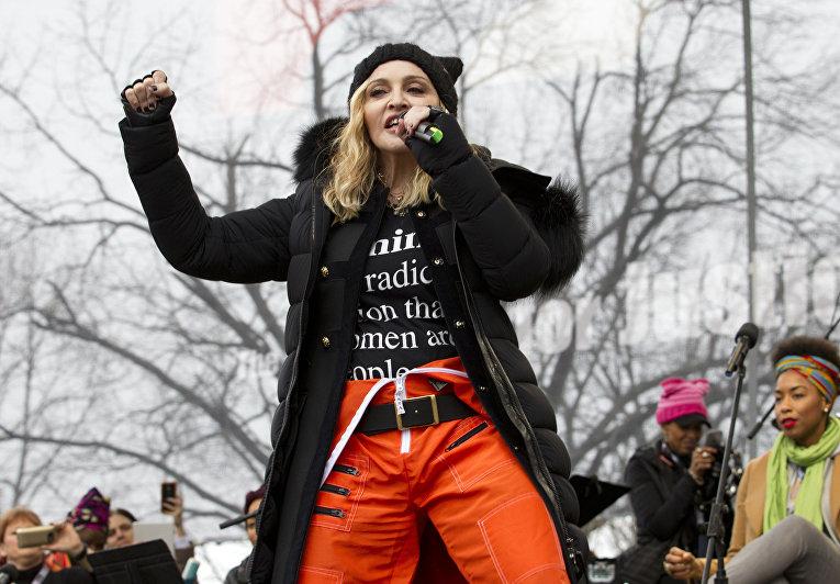 Мадонна выступает на акции протеста в Вашингтоне