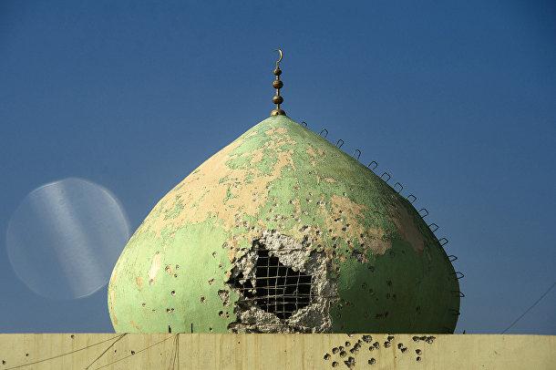 Поврежденная в результате обстрелов мечеть в Мосуле