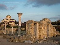 Вид на Собор Святого Владимира на территории национального заповедника «Херсонес Таврический»