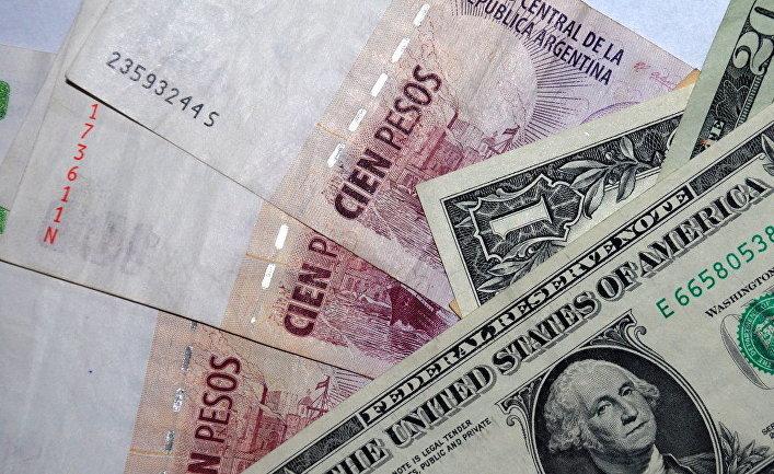 Власти Аргентины ввели налог на покупку гражданами иностранной валюты