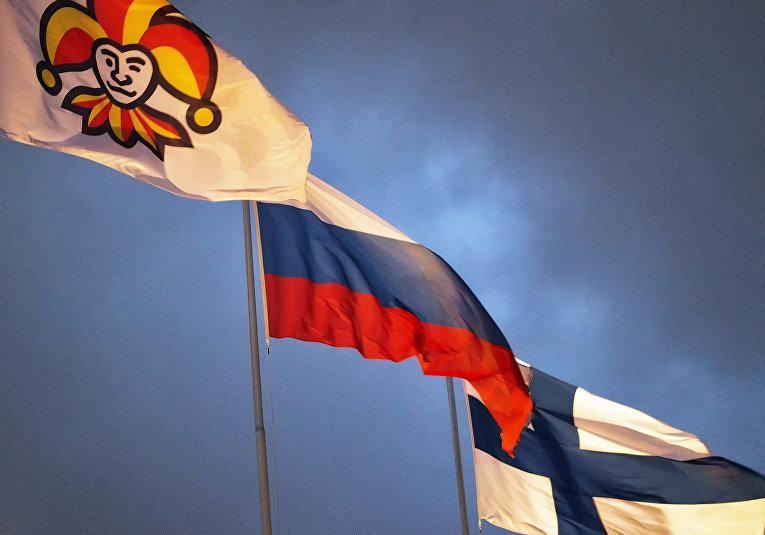 Флаги Финляндии и России