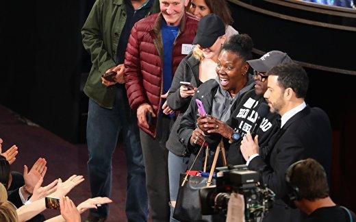 Джимми Киммел и группа туристов на 89-й церемонии вручения «Оскар»