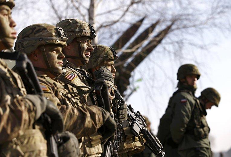 Американские и польские солдаты на совместных учениях