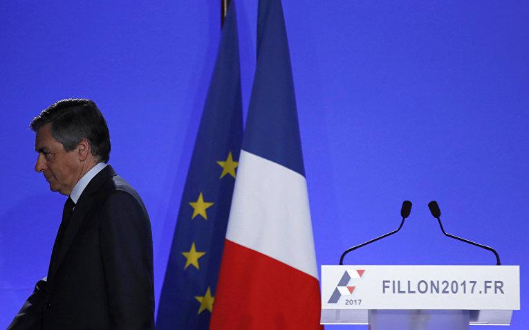 Кандидат в президенты Франции Франсуа Фийон после заявления для прессы в Париже
