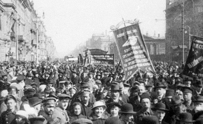 Революционеры на митинге