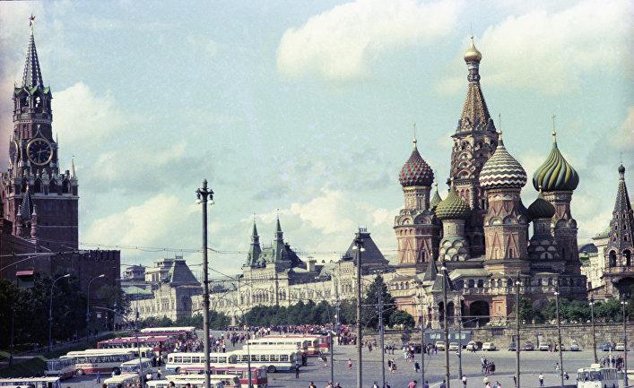 Спасская башня Московского Кремля и храм Василия Блаженного