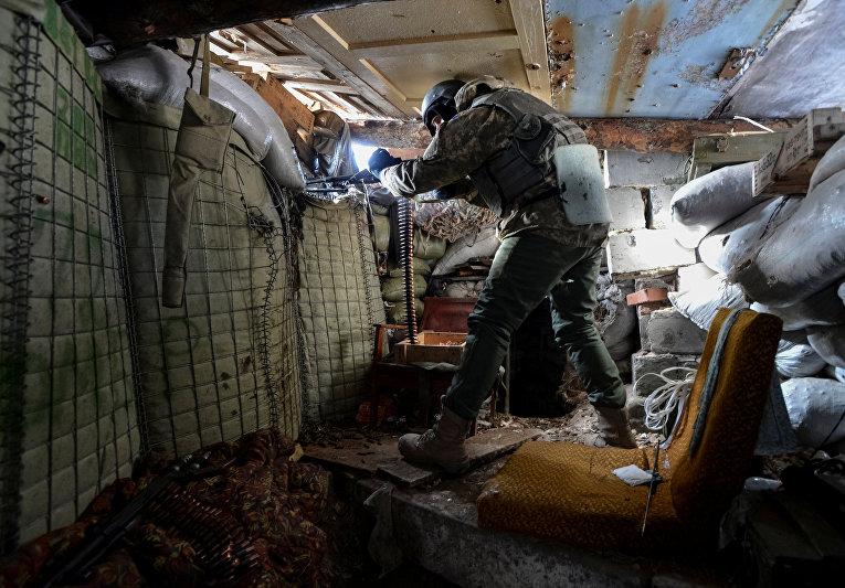 Украинский военный на линии фронта у Авдеевки