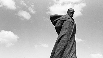 Памятник Тарасу Григорьевичу Шевченко