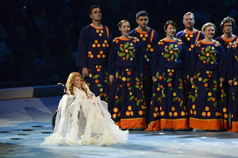 Певца Юлия Самойлова во время церемонии открытия Паралимпийских игр в Сочи