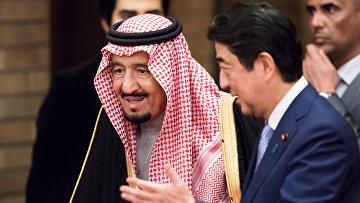 Король Саудовской Аравии Салман ибн Абдул-Азиз Аль Сауд и премьер-министр Японии Синдзо Абэ