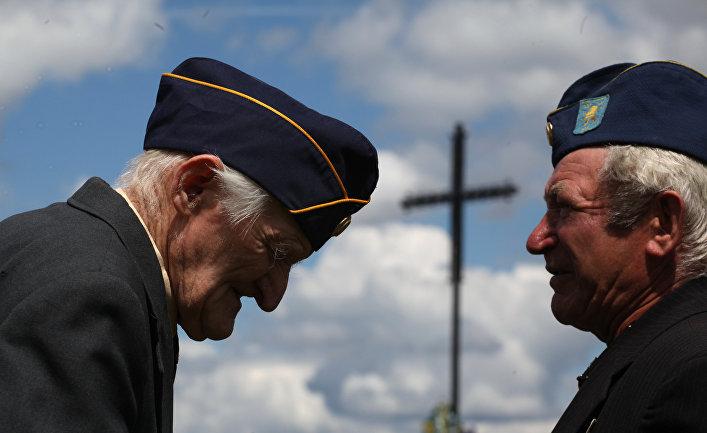 Бывшие солдаты дивизии СС «Галичина» во время чествования в Львовской области на Украине. Июль 2016 года