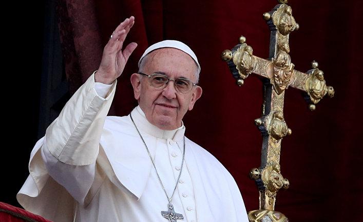 Папа Римский Франциск во время службы в Ватикане