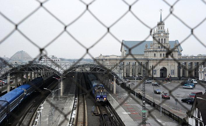 Поезд с чеченскими беженцами отправляется в польский Тересполь из белорусского Бреста