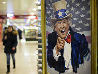 Карикатурное изображение президента США Дональда Трампа в торговом центре в Москве